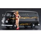 Maquette de combi VW Type 2 Van + figure 1/24