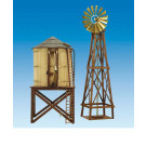 Reproduction en bois d'un réservoir d'eau et moulin